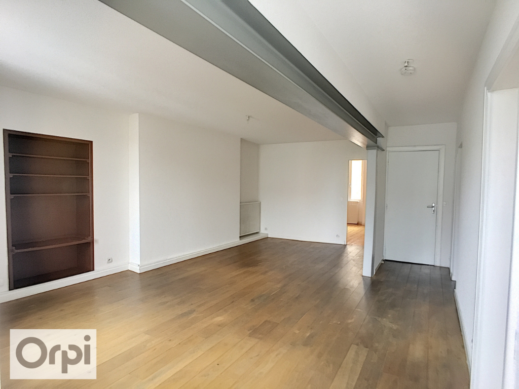 APPARTEMENT - PROCHE DESERTINES